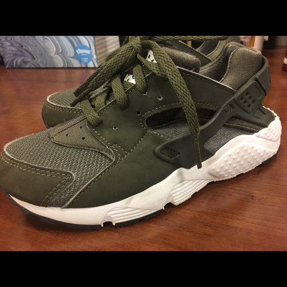 best sneakers 1d4f5 51ebe Kids 13c Nike Huaraches